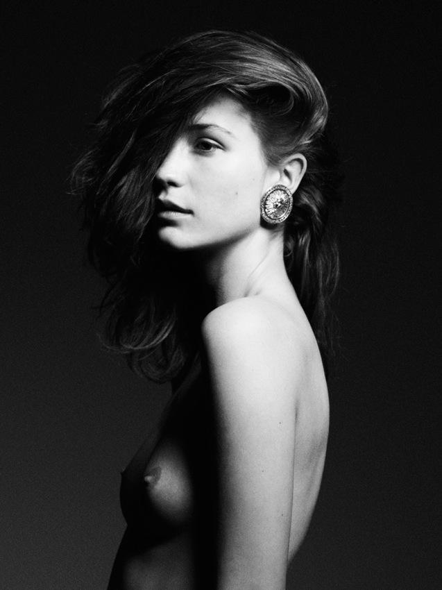 Emma leth naked — pic 2