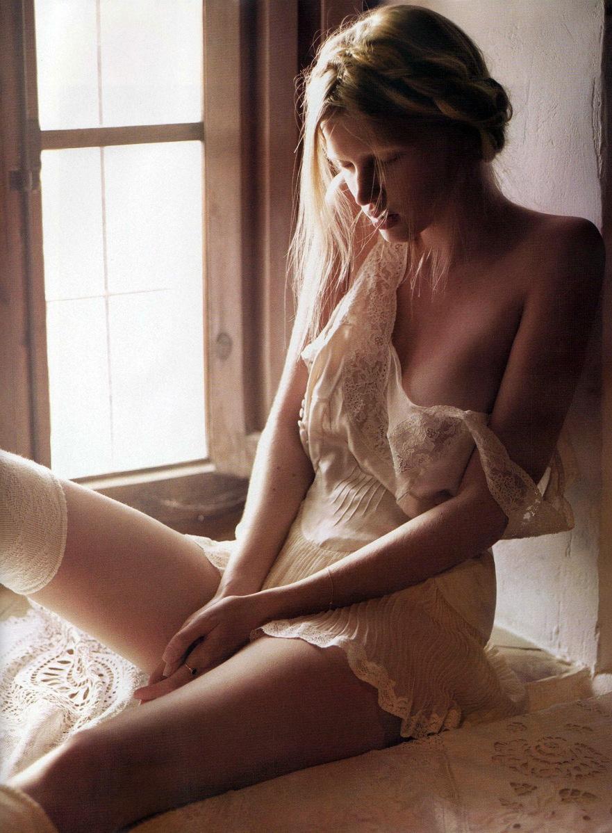 Lara_Stone-Mario_Sorrenti-01.jpeg