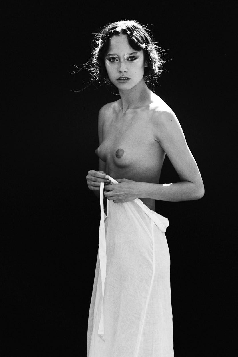 Pavlina_Eneva-Thomas_Babeau-Riven-01.jpg