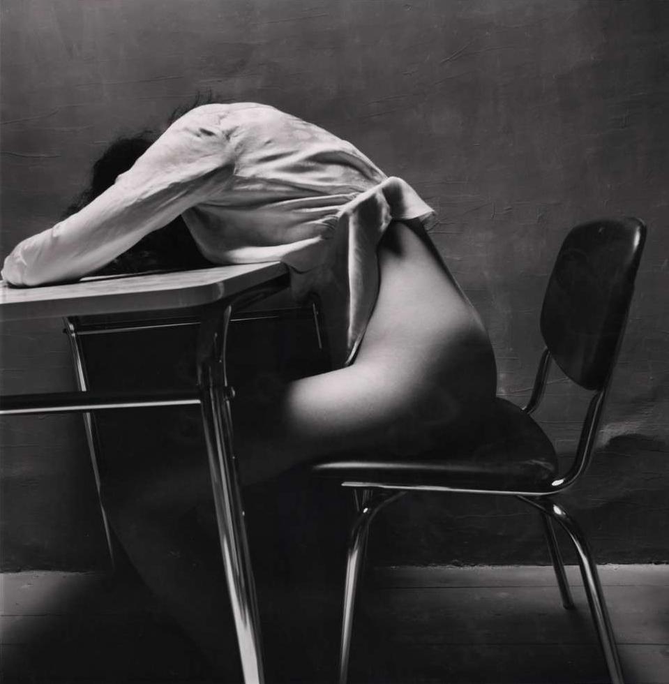 Guy_Bourdin-Nude_Story_in_Dark_Room_(Asleep)-1971-almavio.jpg