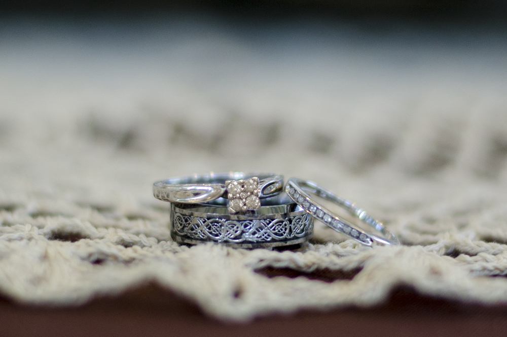 burlap-and-lace-rings.jpg
