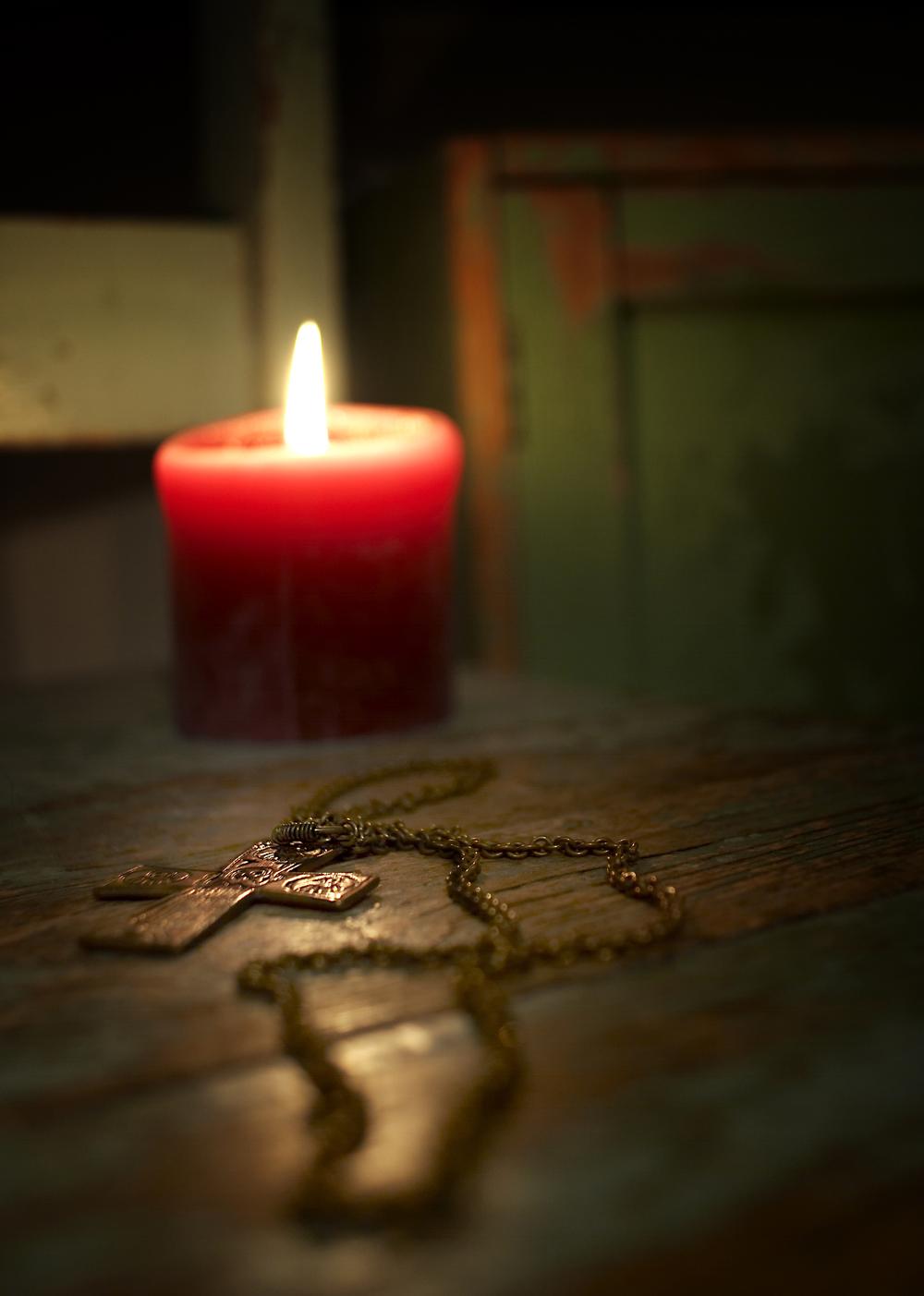 Kynttilä ja risti