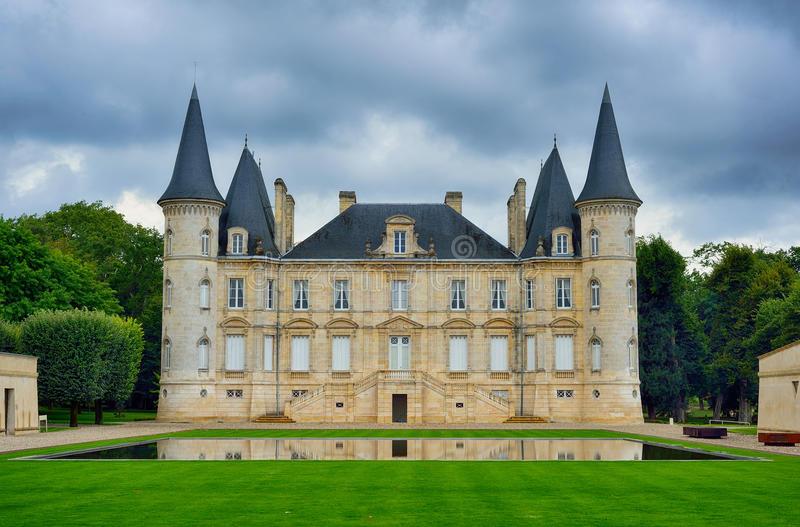 以Pichon-longueville Baron 為例,波爾多的莊園建築集中於一展氣派