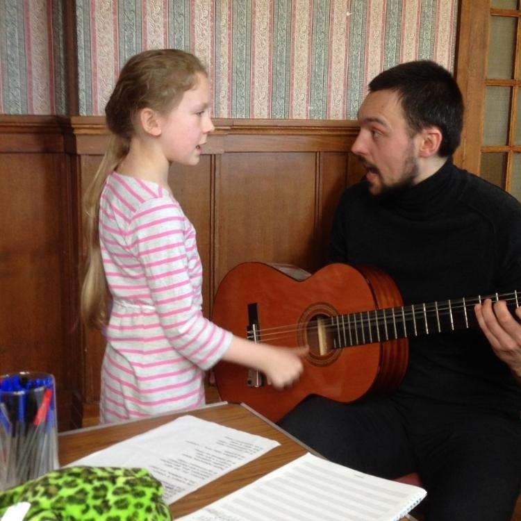 Егор Александрович Исаченка, учитель музыки (гитара)