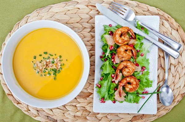 butternut squash soup with toasted pecans + shrimp, pomegranate and pomelo salad with citrus rice wine vinaigrette. assisted by Ms. Margaret Oliva + Ms. Alexandra Simmons.