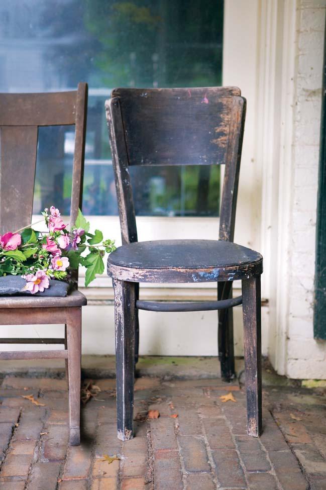 chairs_d16r1.jpg