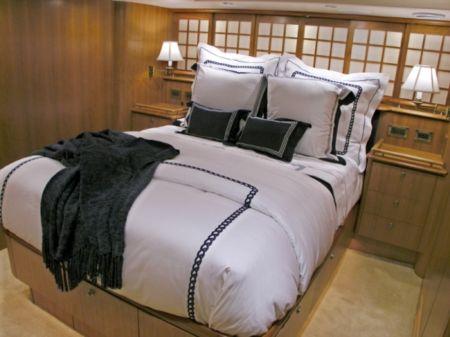 SlideShowSize-Motor-Yacht-Master-Stateroom-81661-72Rayburn-master.jpeg
