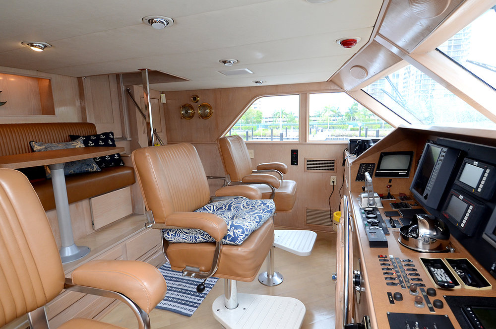 90-burger-pilothouse-helm-controls.jpg