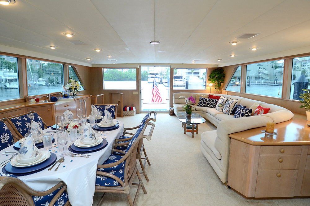 90-burger-salon-looking-aft.jpg