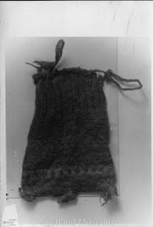406px-Gunnister_Man_Purse_1_-_Shetland_Museum_and_Archives_02988.jpg