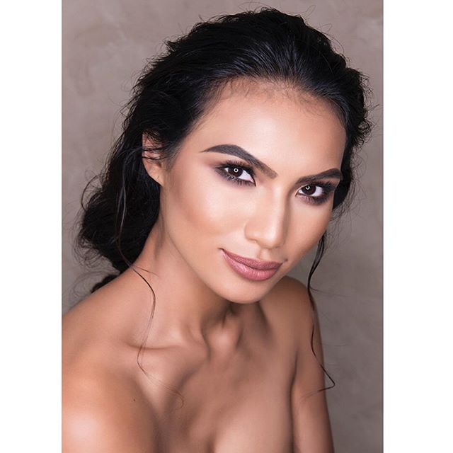 Beautiful clean makeup  and natural hair #photography @belindamullerphoto #mua @zareenshahco #hair @helgabosmanhairstylist #model @parulshah88 #winner of the #amazingraceasia  #squadgoals  #makeuptutorial #makeuplook #makeupartist #makeup #makeuplife #hairstyling #hairstylist #hairstyle #feminine #asianmodel #beautyqueen #asianbeauty #asianbeautygram #makeupgram #haircolor #hairstylingtools