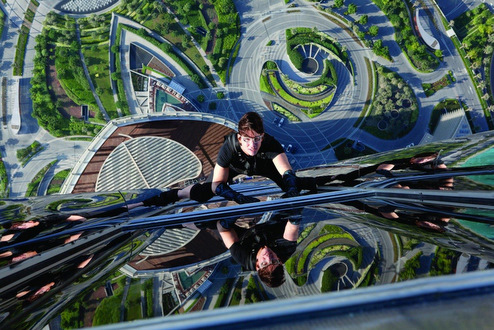 Mission-Impossible-Ghost-Protocol_-Tom-Cruise-climb-mid_image-credit-Paramount-Pictures