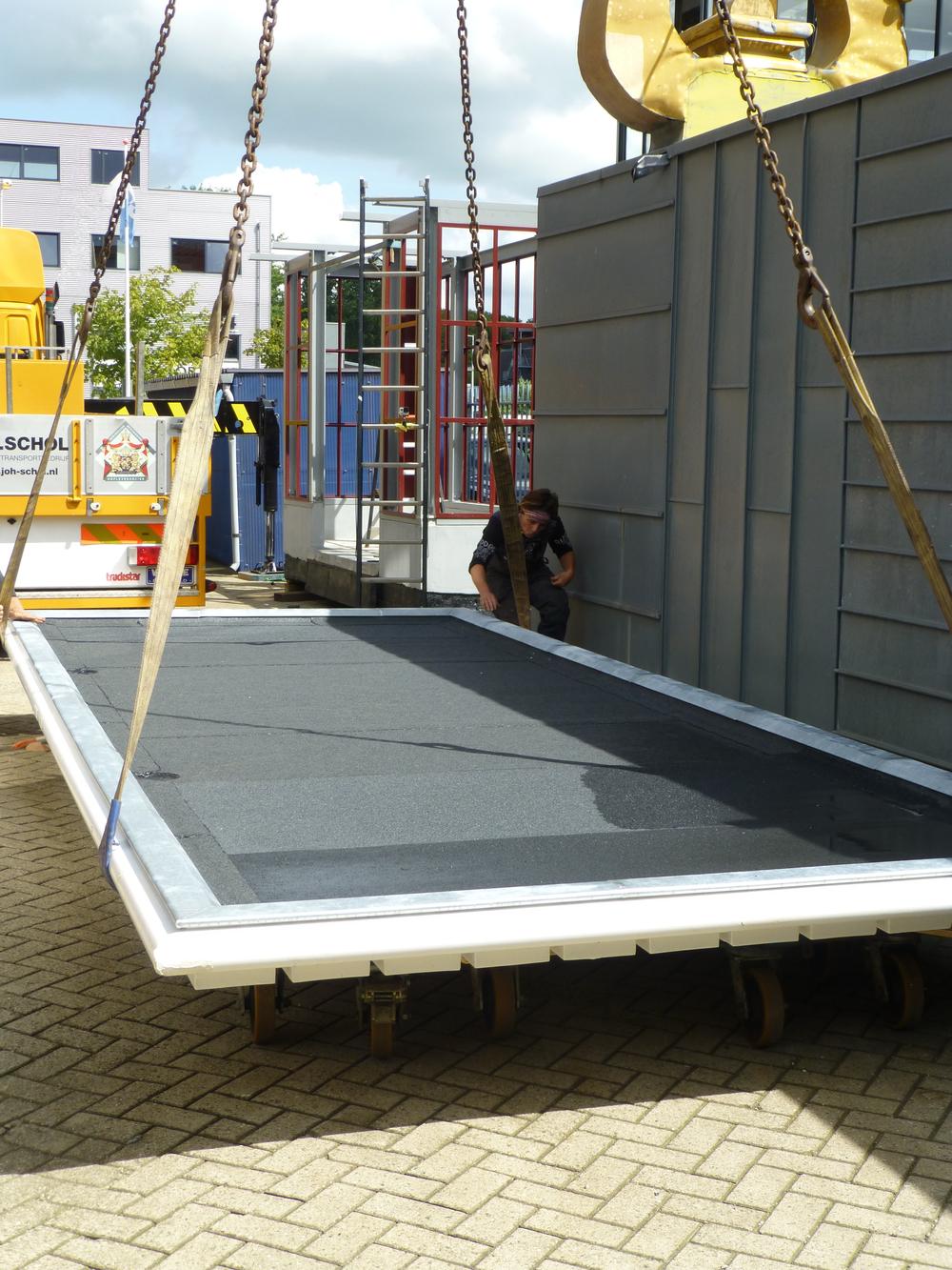 Het dak gereed om getakeld te worden