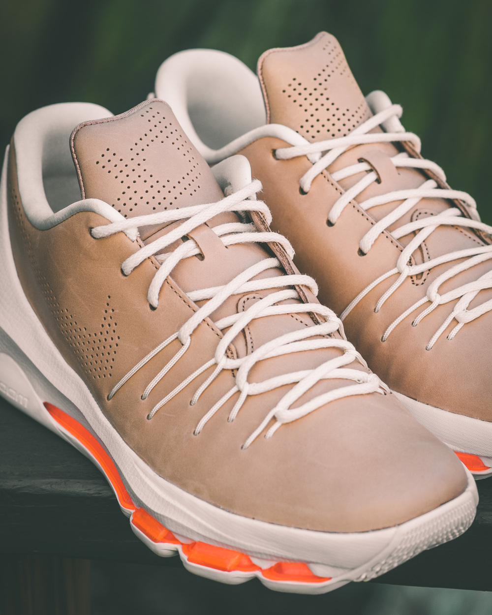 reputable site 6309b d5582 The warmer months are nearing and Nike is prepared with a new KD 8 EXT. The  fashion forward EXT line gives the court some space and dabbles into the ...