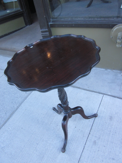 tilt top table (mahogany)