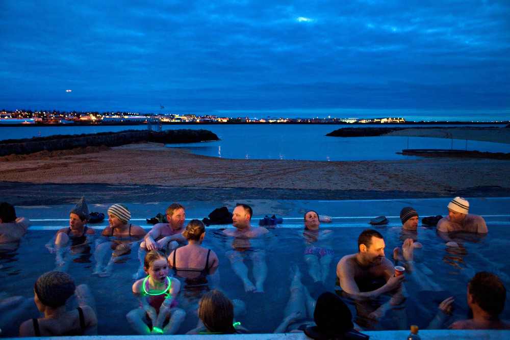 The free hot pot in Nauthólsvik became increasingly popular after the crisis. Here you can get warm after swimming in the cold sea.  