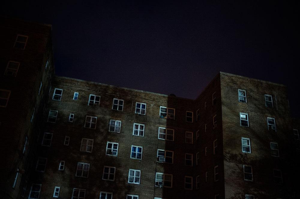 Red Hook, Brooklyn. Kommunal bolig i som fortsatt er uten strøm, hele 11 dager etter orkanen.