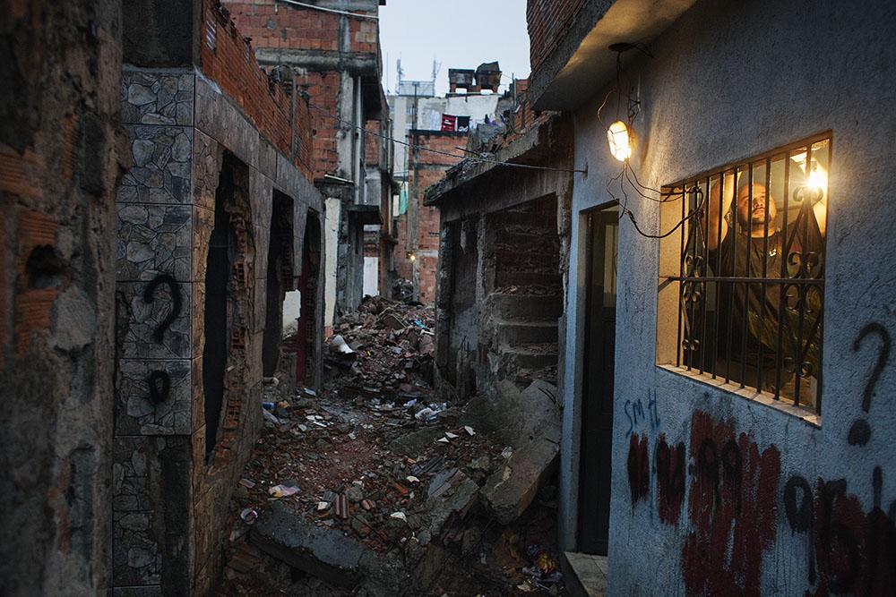 Eomar Freitas er en av mange som har fått hus og nabolag ødelagt når Rio de Janeiro forbereder seg til OL og Fotball-VM.