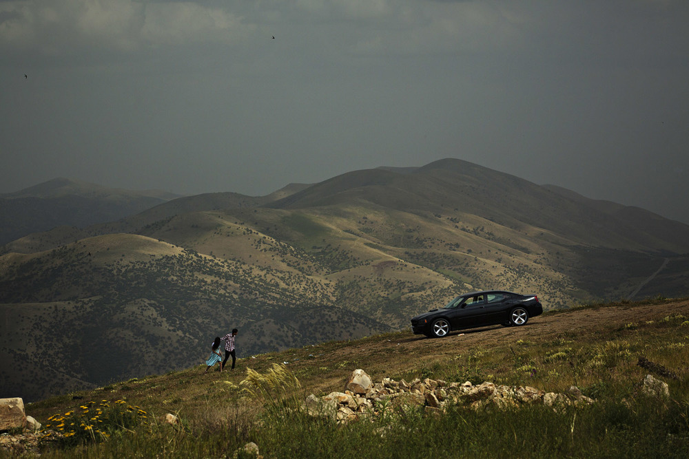 Kurdish Iraq, 2013:  Ten years after the US-led invasion if Iraq, the Kurdish region is experiencing a tremendous economic growth. While the rest of Iraq is falling apart in terror and sectarian conflicts, Kurdistan is booming with oil and five-star hotels. In the mountains behind the city of Sulaymaniyah young couple challenge the conservative culture.