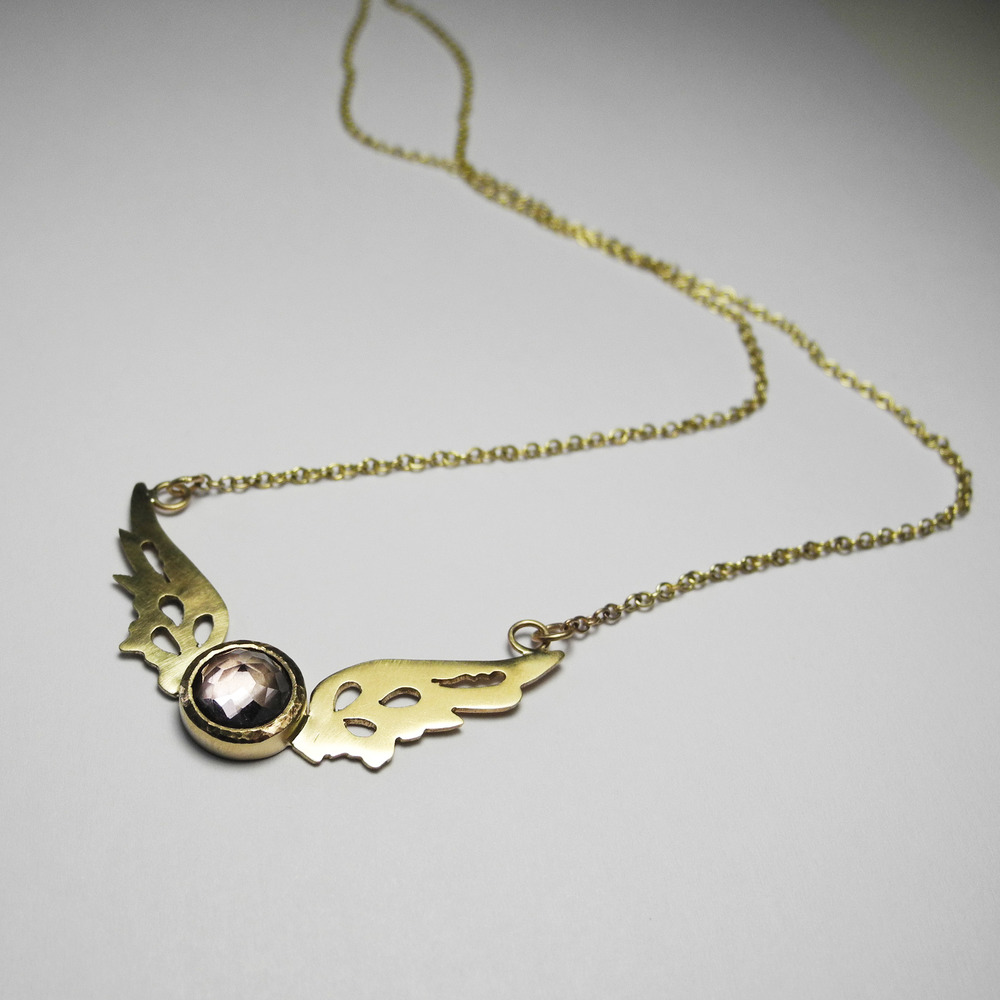 Small Hermes Wings pendant in 9ct gold with pale pink amethyst