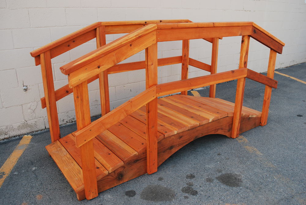 "redwood bridge with 32"" handrail"