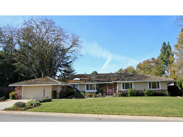 184 Sunkist Lane, Los Altos, CA Listed: 1/22/2013 for $1,795,000 Sold: 2/11/2013 for $2,302,000 That's 28% over asking and the quick close indicates an all-cash transaction.