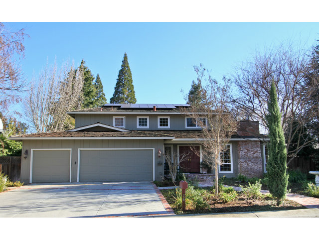 985 Eastwood Pl, Los Altos, CA 94024 Listed: 1/21/2013 for $2,165,000* Sold: 2/19/2013 for $2,465,000 That's 14% over asking and the quick close indicates an all-cash transaction