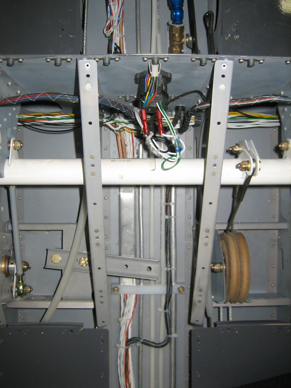 RV-12 Electrical and Plumbing (17).JPG
