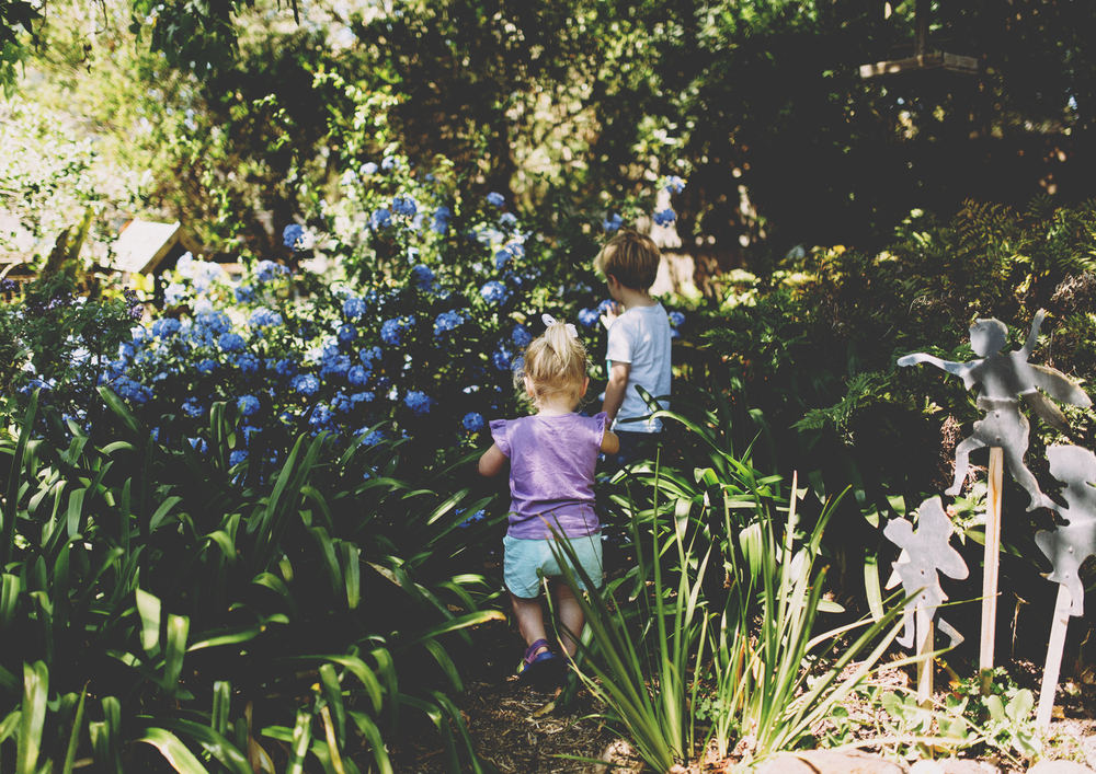 Children playing in the garden - Melbourne Lifestyle Children's Photography