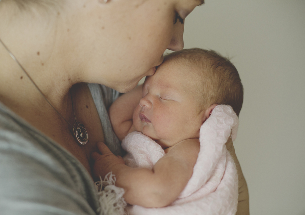 Newborn kisses from Mum!