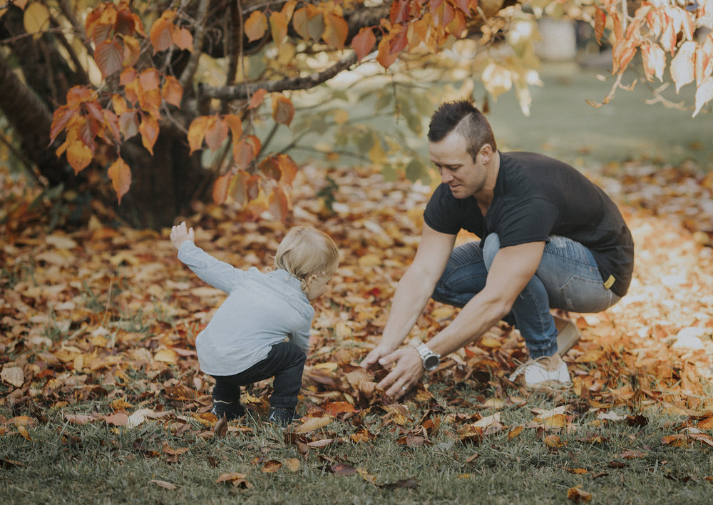 Family playing with the Autumn leaves!