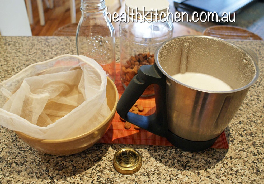 almond milk 2.jpg