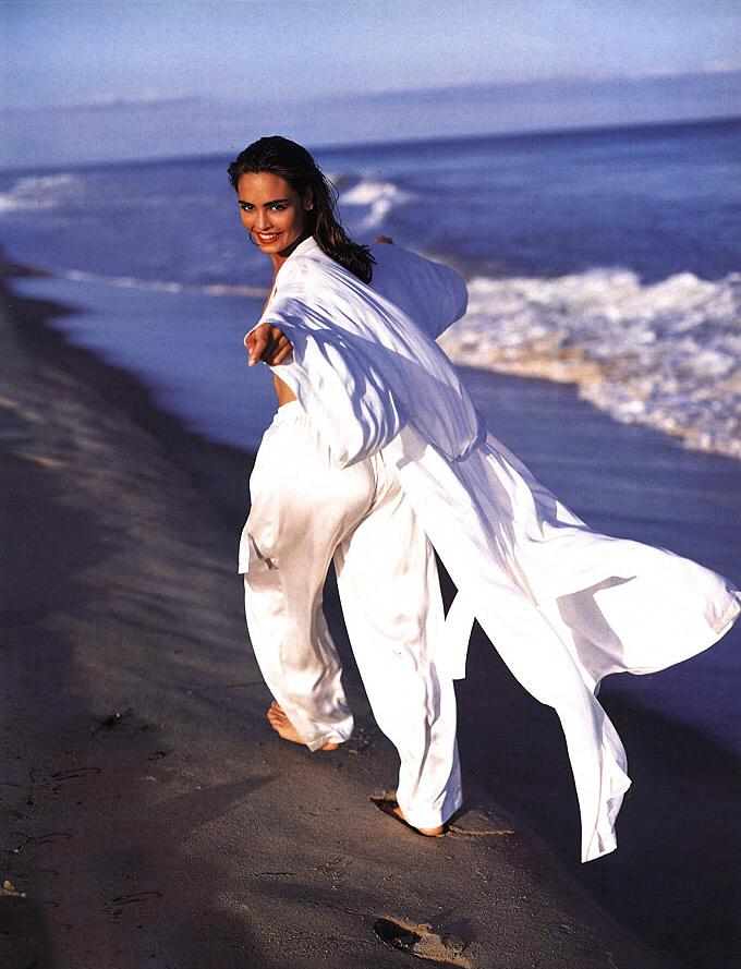talisa-running-white-1992