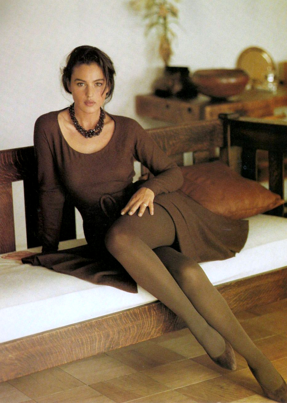 monica-legs-crossed-1990