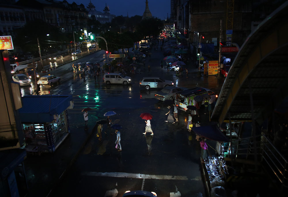 20130922-yangon-umbrella.jpg