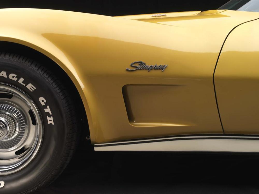 73 454 Corvette front fender detail.jpg