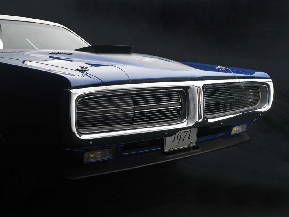 Blue Super Bee grille.jpg