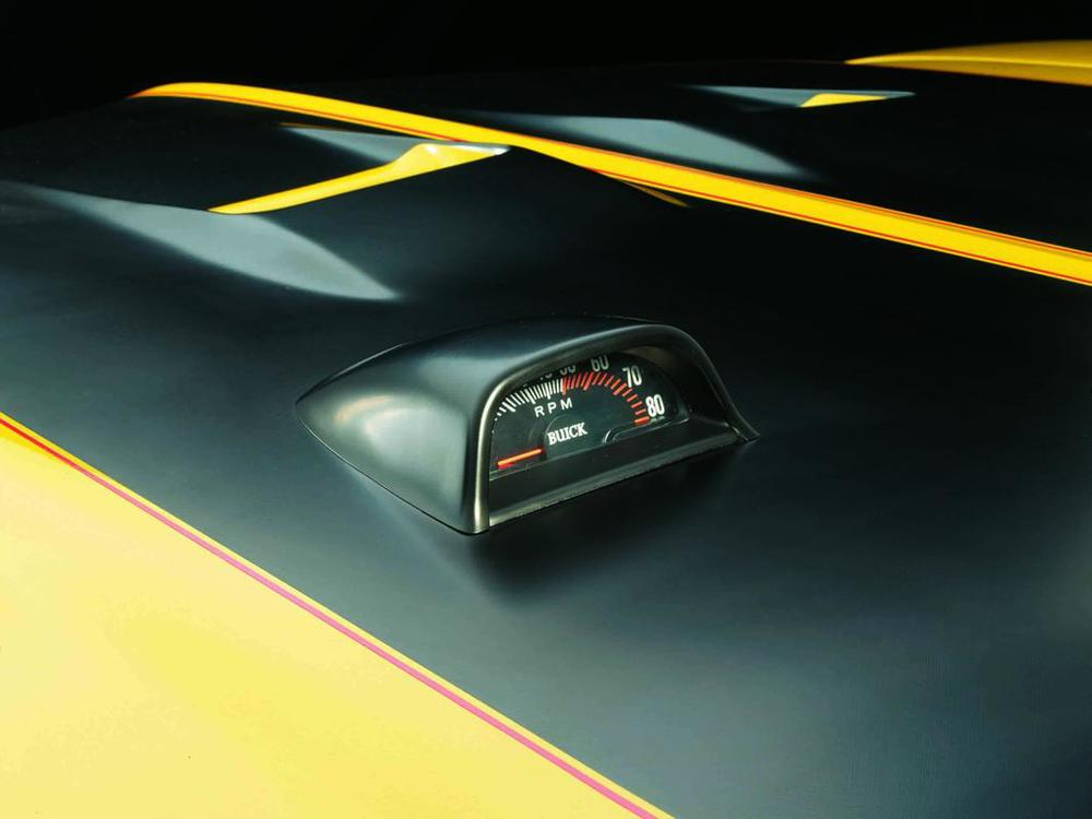 Buick Gran Sport GSX 1970 tach and hood detail.jpg