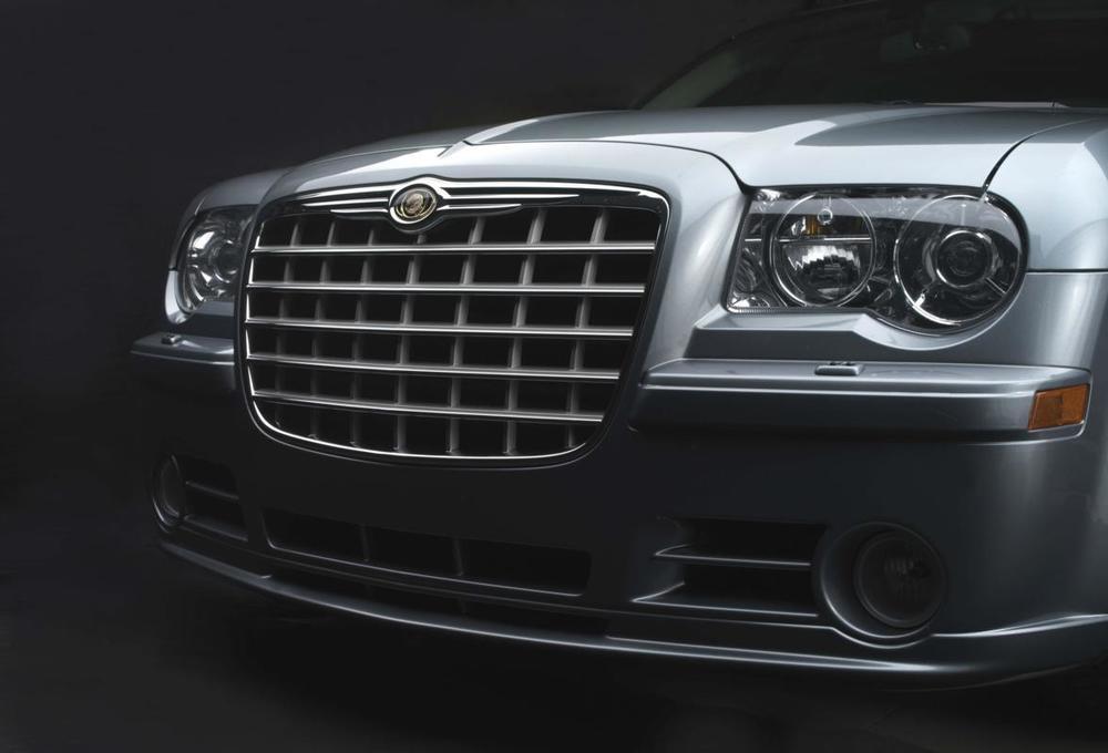 Chrysler 300 grille alt.jpg