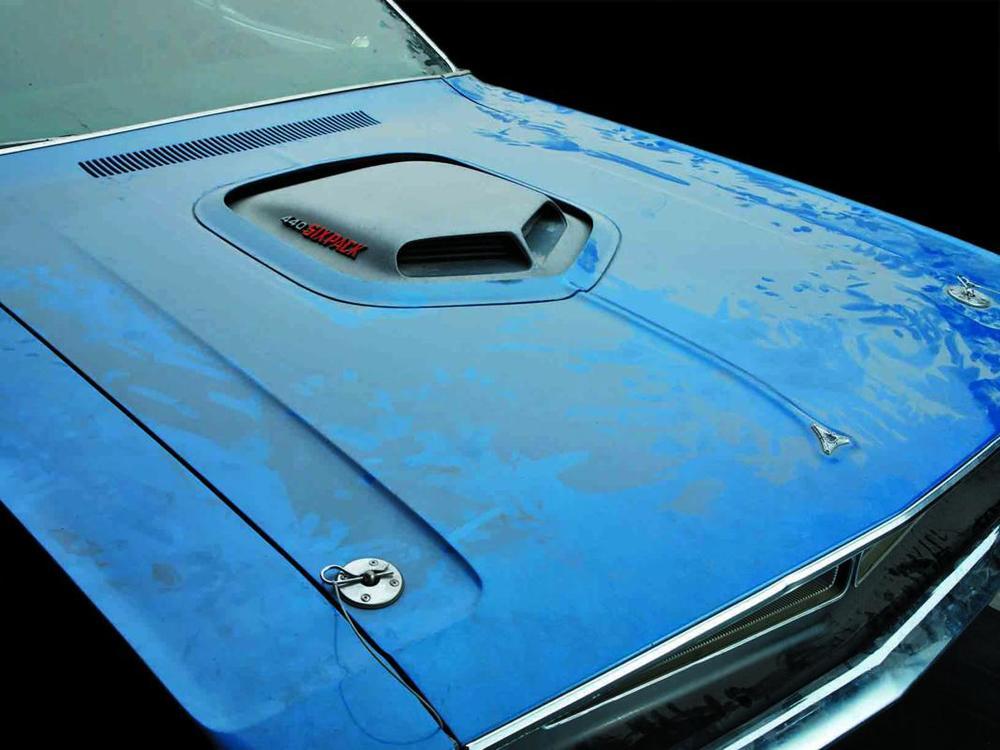 Dodge Challenger R-T 440-6 1971 hood.jpg