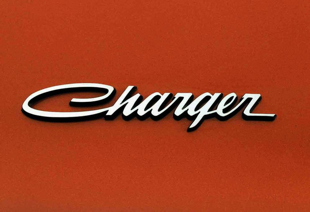 Dodge Charger Daytona 1969 copper emblem.jpg