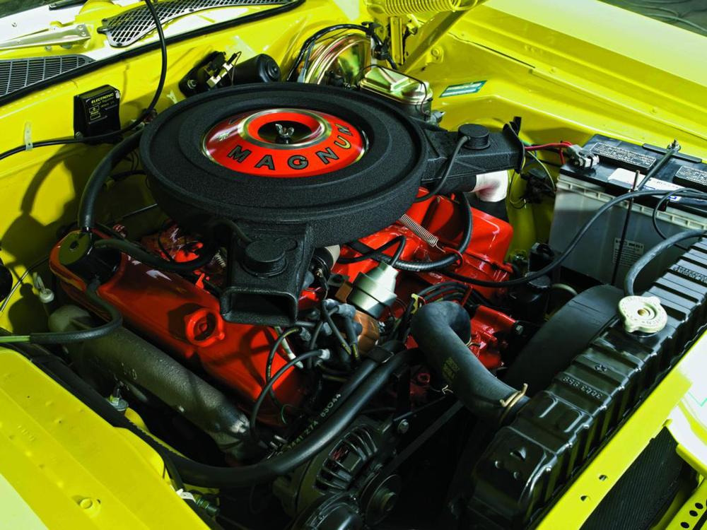 Dodge Charger R-T 440 Magnum 1971 engine.jpg