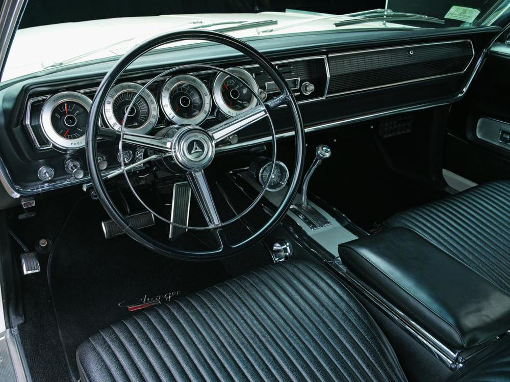 Dodge Hemi Charger 1967 interior.jpg