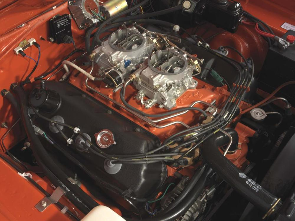 Hemi Orange Super Bird engine W-O air cleaner.jpg