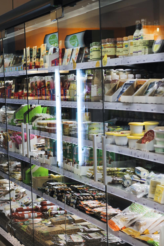 Veganz vegan supermarkt hamburg altona595.jpg