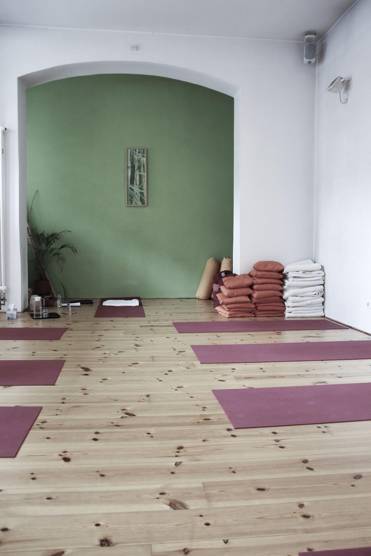 schangerschaftsyoga yogastudio yoga lila berlin prenzlauerberg1233.jpg