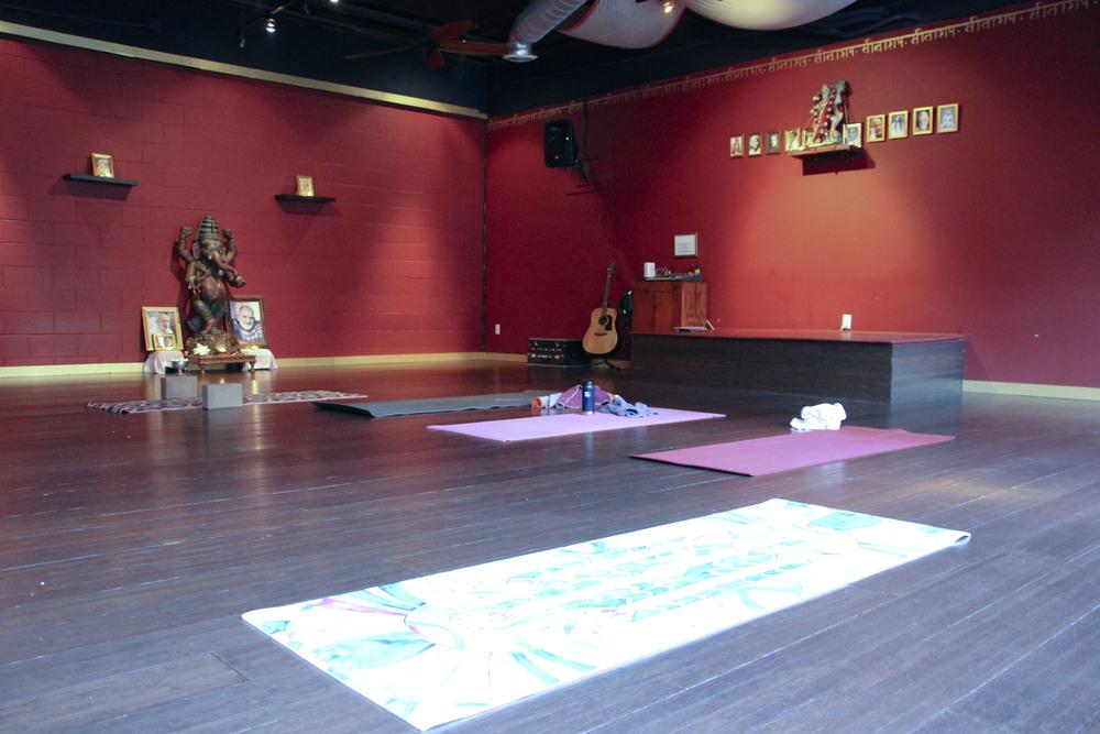 bhakti shala yoga santa monica los angeles california2405.jpg