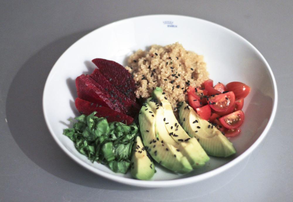 Quinoa, Avocado, Tomate, Beet Root, Basilikum2207.jpg