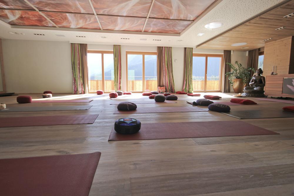 Stock resort Austria Zillertal tirol karina wagner Yoga3565.jpg
