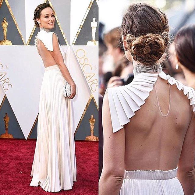 Breath taking..#OliviaWilde #Oscars2016 #RedCarpet #Whitehot #White #Turnheads #thathair #thatback #iibruFav #killedit